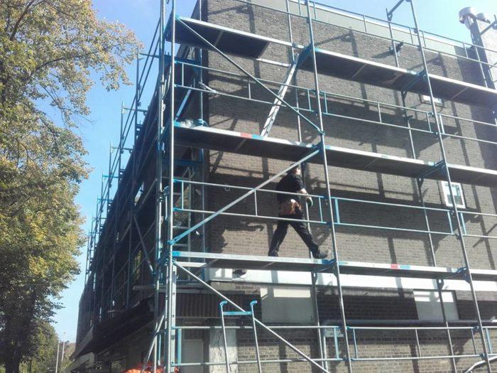 Plaatsen renovatie steiger